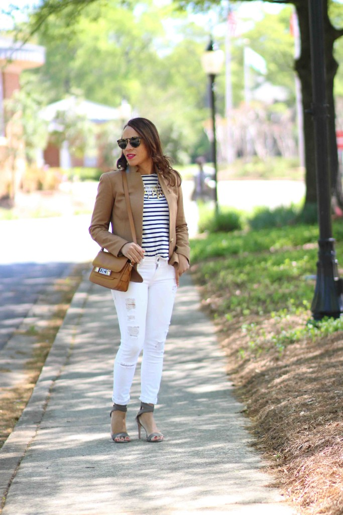 white-ripped-jeans-outfit-ideas