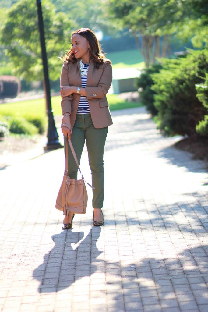 Loft julie pant, Loft olive green pants, jcrew regent blazer, sam edelman hazel pumps, old navy camel bucket bag, what to wear with olive green pants, how to wear olive green pants to work